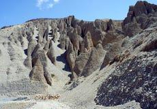 Αμμώδη βουνά στον τρόπο στο κεφάλαιο του ανώτερου μάστανγκ Lo- Στοκ φωτογραφίες με δικαίωμα ελεύθερης χρήσης