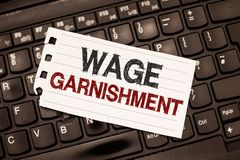 Αμοιβή Garnishment κειμένων γραψίματος λέξης Επιχειρησιακή έννοια για την αφαίρεση των χρημάτων από την αποζημίωση που διατάζεται στοκ φωτογραφίες