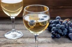 λαμπιρίζοντας κρασί γυα&lam Στοκ Εικόνες