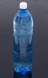 λαμπιρίζοντας ύδωρ μπουκ& Στοκ Φωτογραφία