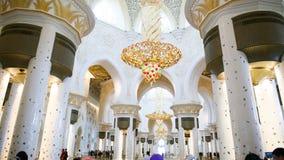 ΑΜΠΟΎ ΝΤΆΜΠΙ, Ε.Α.Ε. - 20 ΑΥΓΟΎΣΤΟΥ 2014: Sheikh μουσουλμανικό τέμενος Zayed, Αμπού Ντάμπι, Ηνωμένα Αραβικά Εμιράτα Στοκ Φωτογραφία