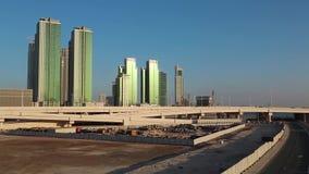 Αμπού Ντάμπι - κεφάλαιο και δεύτερος - πιό πυκνοκατοικημένη πόλη στα Ηνωμένα Αραβικά Εμιράτα απόθεμα βίντεο