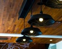 λαμπτήρες σε έναν σύγχρονο καφέ Στοκ φωτογραφία με δικαίωμα ελεύθερης χρήσης
