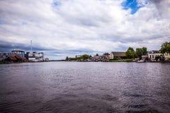 ΑΜΣΤΕΡΝΤΑΜ, ΚΑΤΩ ΧΏΡΕΣ - 14 ΑΥΓΟΎΣΤΟΥ 2016: Διάσημα βιομηχανικά κτήρια της κινηματογράφησης σε πρώτο πλάνο πόλεων του Άμστερνταμ  Στοκ φωτογραφία με δικαίωμα ελεύθερης χρήσης