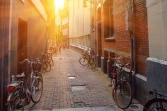 ΑΜΣΤΕΡΝΤΑΜ, ΟΙ ΚΑΤΩ ΧΏΡΕΣ - 10 ΙΟΥΝΊΟΥ 2014: Όμορφα sreets του Άμστερνταμ τη θερινή ημέρα Στοκ Εικόνα
