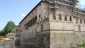 Αμυντικός τάφρος Sanvitale Castel στην πόλη Fontanellato, Πάρμα, Ιταλία απόθεμα βίντεο