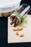 Αμύγδαλα και μπισκότα ραβδιών σοκολάτας Στοκ εικόνες με δικαίωμα ελεύθερης χρήσης
