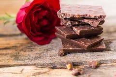 Αμύγδαλο σοκολάτας και ροζ στοκ φωτογραφία με δικαίωμα ελεύθερης χρήσης