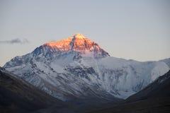 ΑΜ Everest στο ηλιοβασίλεμα από το θιβετιανό στρατόπεδο Β βάσεων στοκ εικόνες