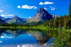 ΑΜ Sinopah και χρωματισμένο βουνό Teepee Στοκ εικόνα με δικαίωμα ελεύθερης χρήσης