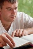 ανάγνωση ατόμων βιβλίων στοκ εικόνα
