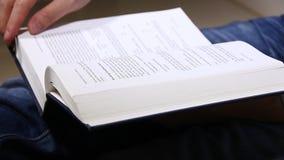 Ανάγνωση ατόμων φιλμ μικρού μήκους