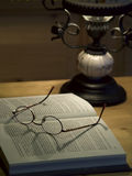 ανάγνωση βιβλίων Στοκ Φωτογραφία
