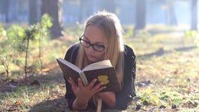 ανάγνωση γυαλιών κοριτσ&iota φιλμ μικρού μήκους