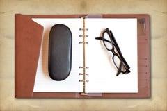 ανάγνωση γυαλιών Στοκ εικόνες με δικαίωμα ελεύθερης χρήσης