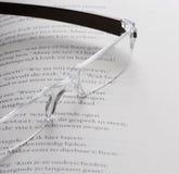 ανάγνωση γυαλιών Στοκ φωτογραφία με δικαίωμα ελεύθερης χρήσης