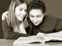ανάγνωση διασκέδασης στοκ εικόνα με δικαίωμα ελεύθερης χρήσης