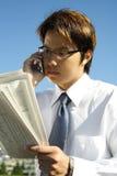 ανάγνωση επιχειρηματιών στοκ εικόνες