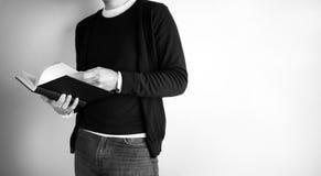 Ανάγνωση και στάση - εικόνα αποθεμάτων Στοκ Φωτογραφία