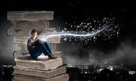 Ανάγνωση και φαντασία Στοκ φωτογραφία με δικαίωμα ελεύθερης χρήσης