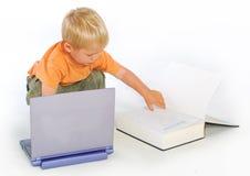 ανάγνωση νόμου αγοριών βιβ& Στοκ Εικόνα