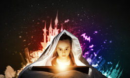 Ανάγνωση πριν από τον ύπνο Στοκ Φωτογραφίες