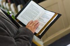 Ανάγνωση της Βίβλου στοκ εικόνες