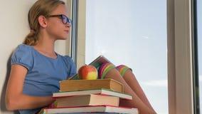 Ανάγνωση των ε-βιβλίων απόθεμα βίντεο