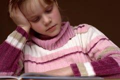ανάγνωση 4 βιβλίων Στοκ Φωτογραφία