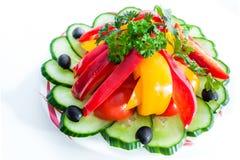 ανάμεικτα λαχανικά ελιές, αγγούρια, πιπέρια Στοκ εικόνα με δικαίωμα ελεύθερης χρήσης
