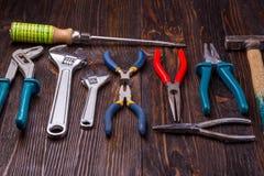 Ανάμεικτα εργαλεία εργασίας στο ξύλο στοκ φωτογραφία με δικαίωμα ελεύθερης χρήσης
