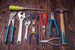 Ανάμεικτα εργαλεία εργασίας στο ξύλο Στοκ εικόνα με δικαίωμα ελεύθερης χρήσης