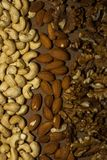 Ανάμεικτα καρύδια σε ένα καφέ Στοκ Εικόνες