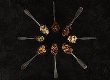 Ανάμεικτα καρύδια στα κουτάλια Στοκ φωτογραφία με δικαίωμα ελεύθερης χρήσης