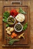 Ανάμεικτα παστωμένα λαχανικά & x28 κρεμμύδια, κάπαρες, cucumbers& x29  Στοκ εικόνες με δικαίωμα ελεύθερης χρήσης