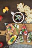 Ανάμεικτα σάντουιτς με τις διαφορετικές γαρνιτούρες, μανιτάρια ψαριών και στοκ εικόνες με δικαίωμα ελεύθερης χρήσης