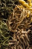 Ανάμεικτα σπιτικά ξηρά ιταλικά ζυμαρικά στοκ εικόνες