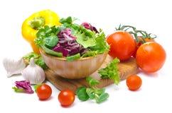 Ανάμεικτα φρέσκα λαχανικά που απομονώνονται (μαρούλι, ντομάτες, πιπέρια Στοκ Εικόνα