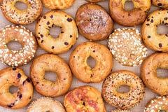 Ανάμεικτα bagels σε ένα πλήρες υπόβαθρο πλαισίων Στοκ Φωτογραφία