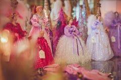 Ανάμεικτοι άγγελοι Χριστουγέννων που επιδεικνύονται για τις διακοπές στοκ εικόνα