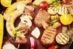 Ανάμεικτο εύγευστο ψημένο στη σχάρα κρέας σχαρών με το λαχανικό Βόειο κρέας GR Στοκ Φωτογραφίες