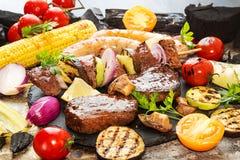 Ανάμεικτο εύγευστο ψημένο στη σχάρα κρέας σχαρών με το λαχανικό Βόειο κρέας GR Στοκ Φωτογραφία