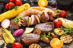 Ανάμεικτο εύγευστο ψημένο στη σχάρα κρέας σχαρών με το λαχανικό Βόειο κρέας GR Στοκ φωτογραφία με δικαίωμα ελεύθερης χρήσης
