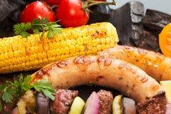 Ανάμεικτο εύγευστο ψημένο στη σχάρα κρέας σχαρών με το λαχανικό Βόειο κρέας GR Στοκ εικόνα με δικαίωμα ελεύθερης χρήσης