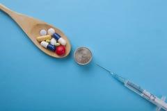 Ανάμεικτο φαρμακευτικό πνεύμα χαπιών, ταμπλετών και καψών ιατρικής Στοκ φωτογραφία με δικαίωμα ελεύθερης χρήσης