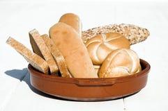 ανάμεικτο ψωμί κύπελλων κεραμικό Στοκ φωτογραφία με δικαίωμα ελεύθερης χρήσης