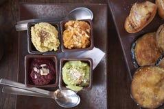 Ανάμεικτο hummus και τηγανισμένες μελιτζάνες στοκ φωτογραφία με δικαίωμα ελεύθερης χρήσης