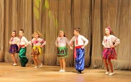 Ανάπηρος χορός παιδιών στη σκηνή Στοκ Φωτογραφία