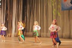 Ανάπηρος χορός παιδιών στη σκηνή Στοκ Εικόνα