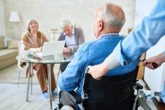 Ανάπηρο άτομο στο οίκο ευγηρίας στοκ φωτογραφίες με δικαίωμα ελεύθερης χρήσης